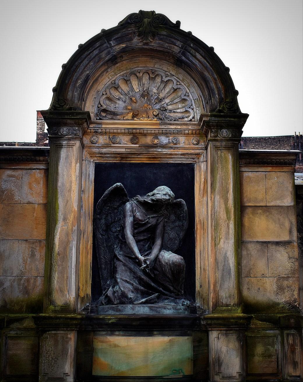 Trauernder Engel