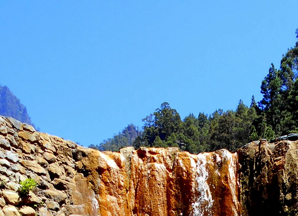 Himmel über Wasserfall auf La Palma