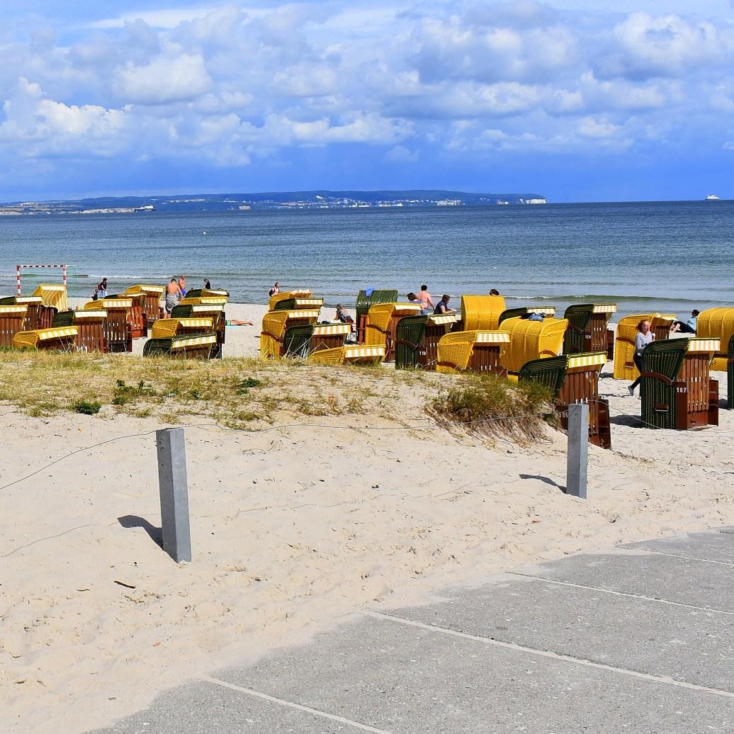 Strand mit Körben