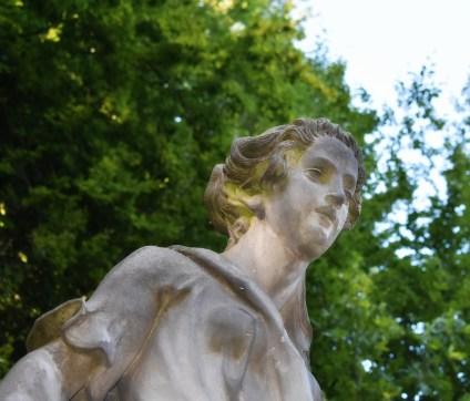 Figur im Park