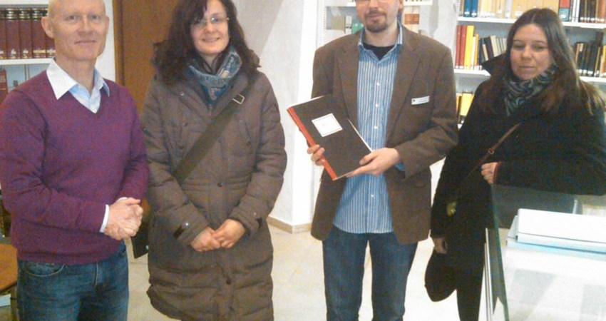Gruppenfoto bei Besuch des Stadtarchivs
