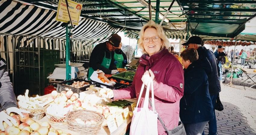 Katharina Kleine Vennekate kauft bio und regional auf dem Wochenmarkt