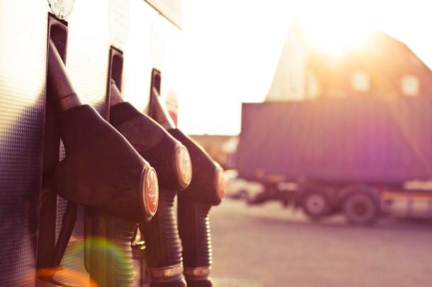 Das Benzin wird knapp: Welche Alternativen gibt es zu fossilem Öl? (Quelle: Thorben/ CC BY-NC-ND 2.0)