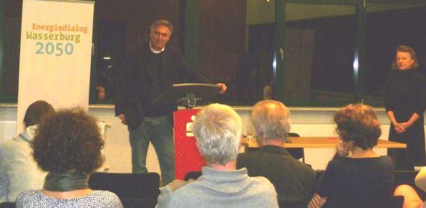 Fritz Vorholz bei seinem Vortrag im Rahmen des Klimadialogs 2015 (Quelle: energiedialog-wasserburg.de)
