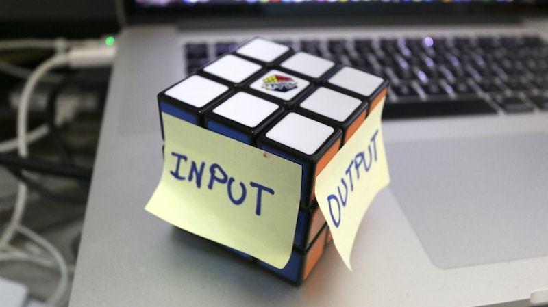 input-output-rubiks-cube-01-min