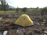 Første camp. Stor Svuku i bakgrunn på venste side. Skogtjønna bak meg.
