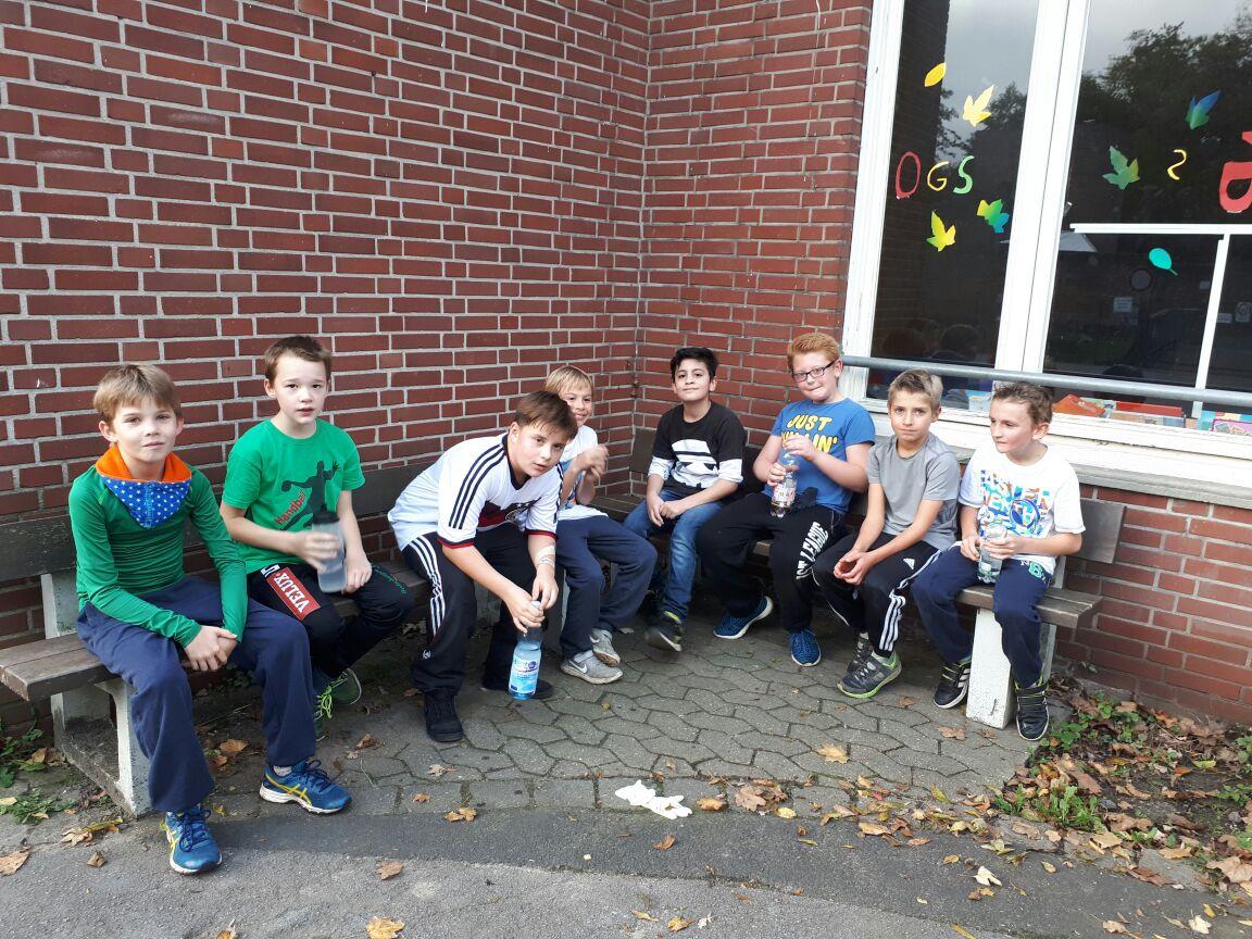 Klettergerüst Burg : Sponsorenlauf katholische grundschule an der burg