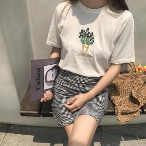 T-shirt brodé femme Pot de fleurs
