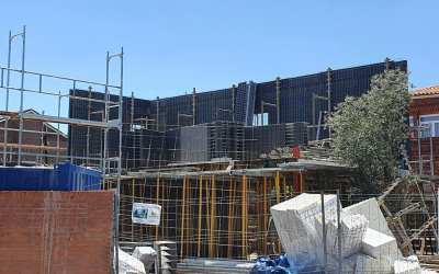 Montaje de la segunda planta de vivienda industrializada de hormigón en tan sólo 12h
