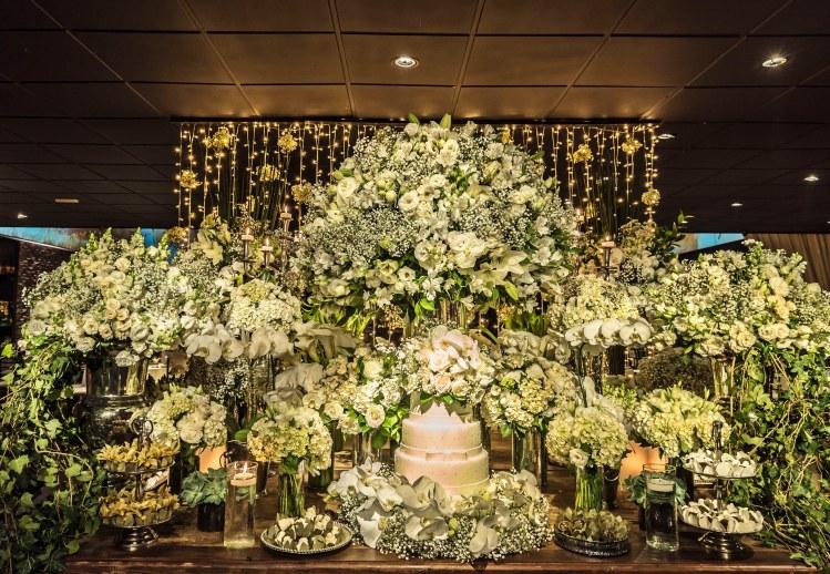 3da315d130 A decoração clássica verde e branca é uma das mais tradicionais para  casamentos! Além de dar um ar de elegância para o evento