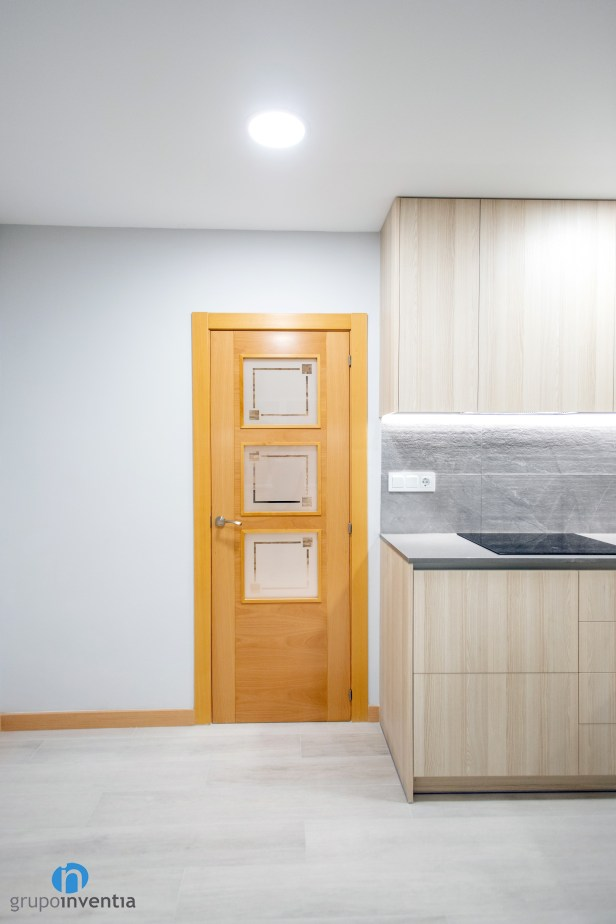 puerta madera cocina