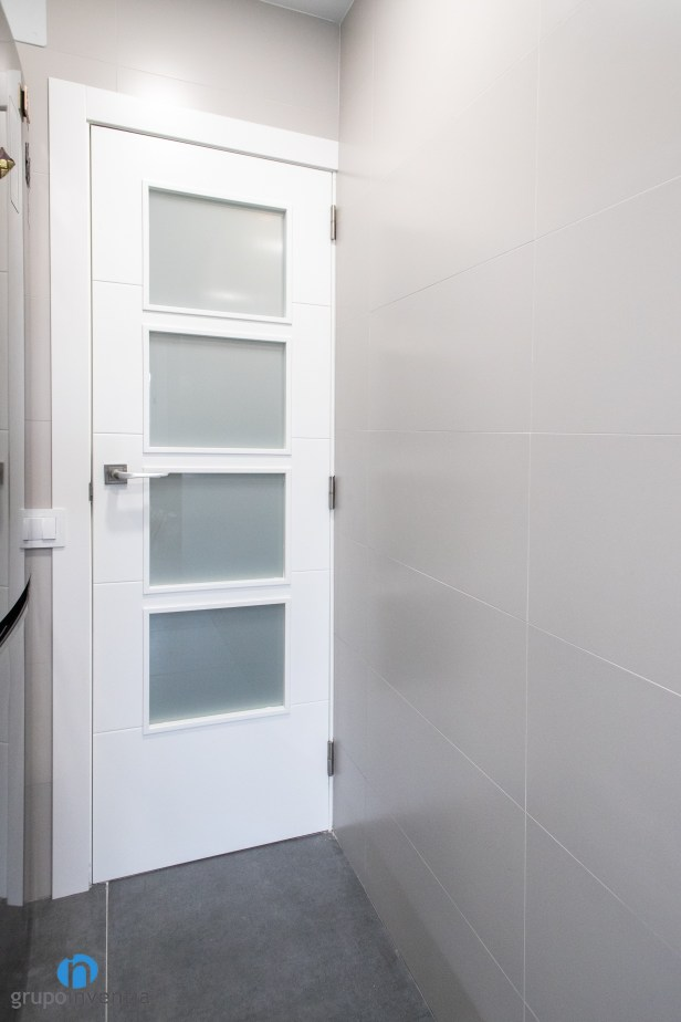 puerta blanca cocina