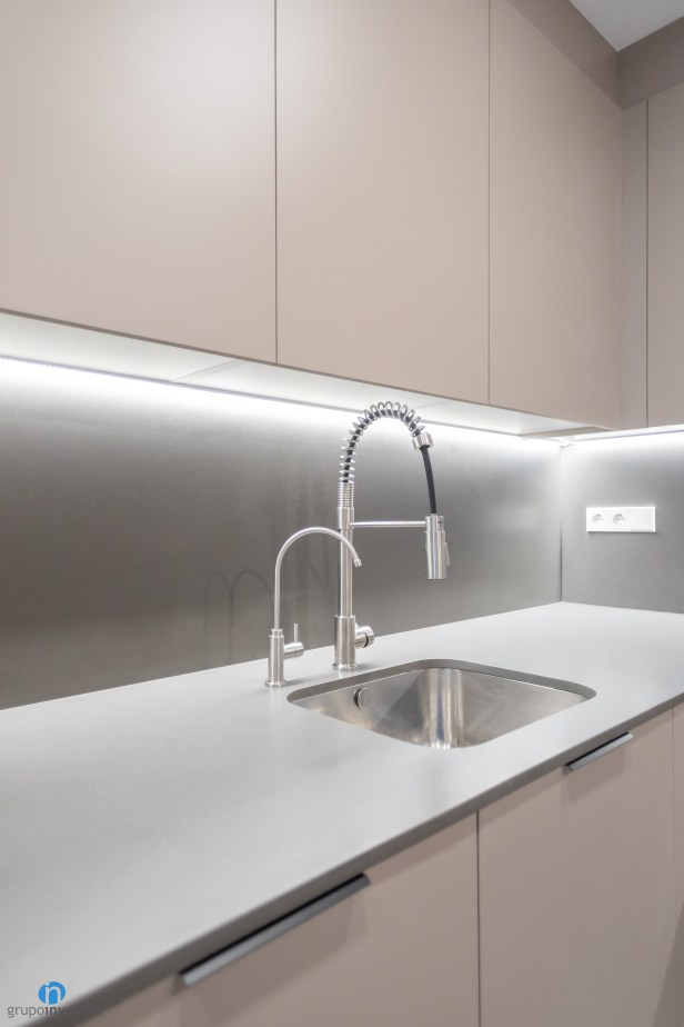 encimera gris cocina