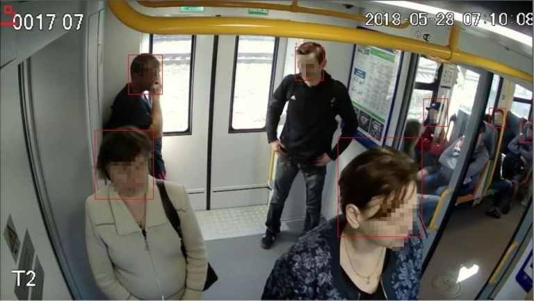 [Otras características  ] Mostrador de pasajeros en transporte público
