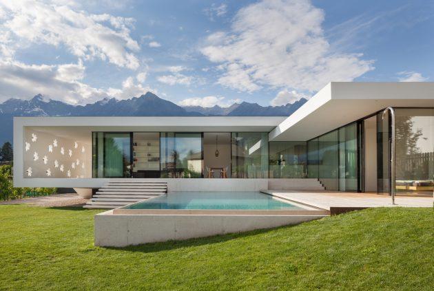 Casa T de monovolume architecture + design en Merano, Italia
