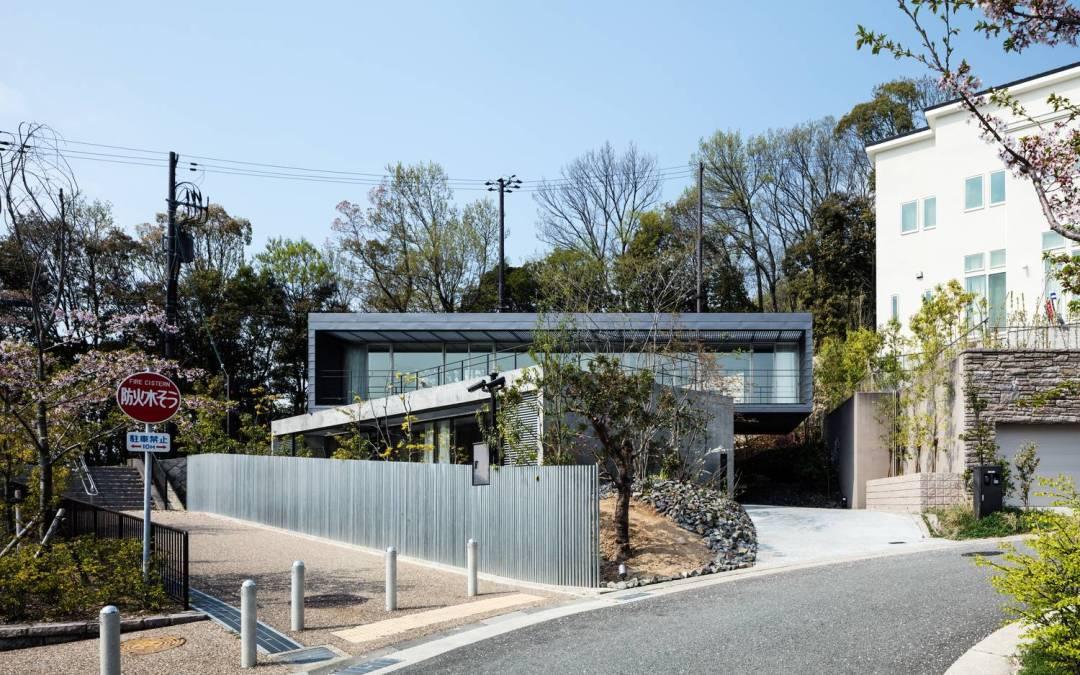 Axis House por T-Square Design Associates en Kobe, Japón