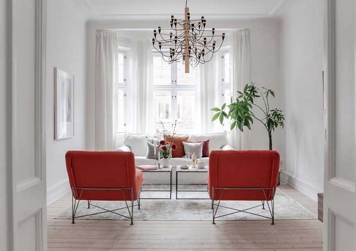 Cómo combinar una silla roja en tu sala de estar + ideas inspiradoras