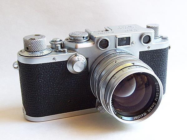 Description English: The Leica IIIf 35mm rangefinder camera of 1950, shown with 50mm f1.5 Summarit lens. This was the last Leica Thread Mount (LTM) camera before the M-bayonet M3 of 1954. The IIIf was also the second-to-last Leica LTM, the last being the short-lived (1957–1960) IIIg. Suomi: Leica IIIf -mittaetsinkamera (35 mm) vuodelta 1950 Summarit 50 mm f/1.5 -objektiivilla. Date 11 September 2005 Source Self-published work by Rshino Author Rei Shinozuka (Rshino) Camera Model Kodak EasyShare DX7440. GIMP photo software.