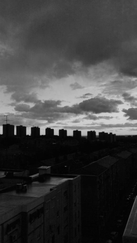nubes sombre una ciudad
