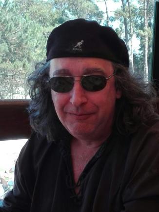 Paco Gómez Escribano con gorra