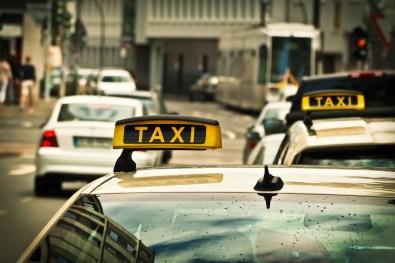 El cartel luminoso de un Taxi