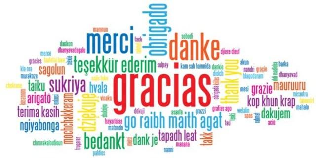 La palabra gracias en muchos idiomas formando una nube de palabras.