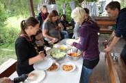 Von Mitarbeitern für Mitarbeiter: Danke an das WiWö Kochteam, das auch uns Mitarbeiter mitverköstigt hat!
