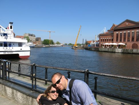 12. Gry og Jo ved havna.
