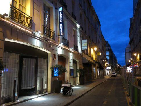 4. Utenfor Tonic Hotel Louvre Paris