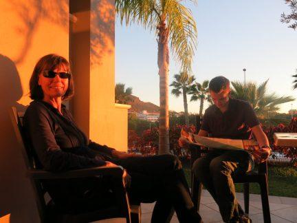 5. Mamma og Steinar i solnedgangen på balkongen - Kopi