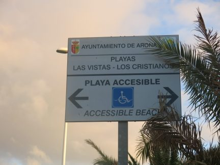 54. Playa accessible-skilt