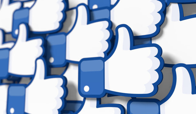 """Media społecznościowe a sen. Jedna na pięć młodych osób budzi się w nocy, by… """"zerknąć na Facebooka"""""""