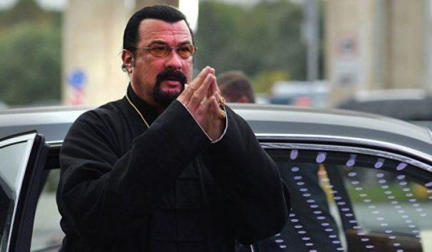 Песков прокомментировал получение российского гражданства Сигалом