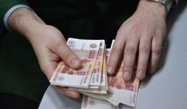 Зарплаты чиновников увеличатся почти на 40%