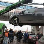 Столичные власти будут бороться с автовладельцами закрывающими номера