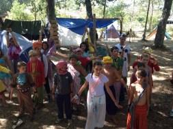 La manada Khanhiwara celebra su propio Festival Holi -de los colores-