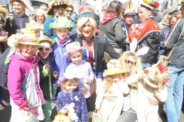 c68f9018032 Record crowds turnout for Easter bonnet parade in Hove