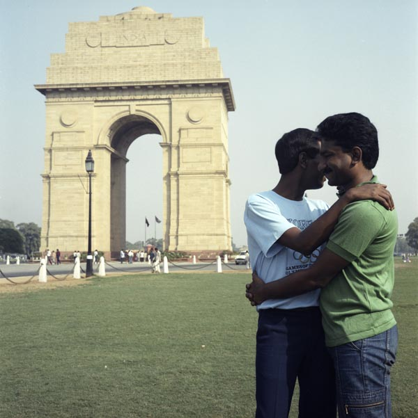 Sunil Gupta, India Gate from the series 'Exiles', 1986-1987. Text with image Even if you have a lover you should get married and have children. Who would look after you in your old age. © Sunil Gupta courte