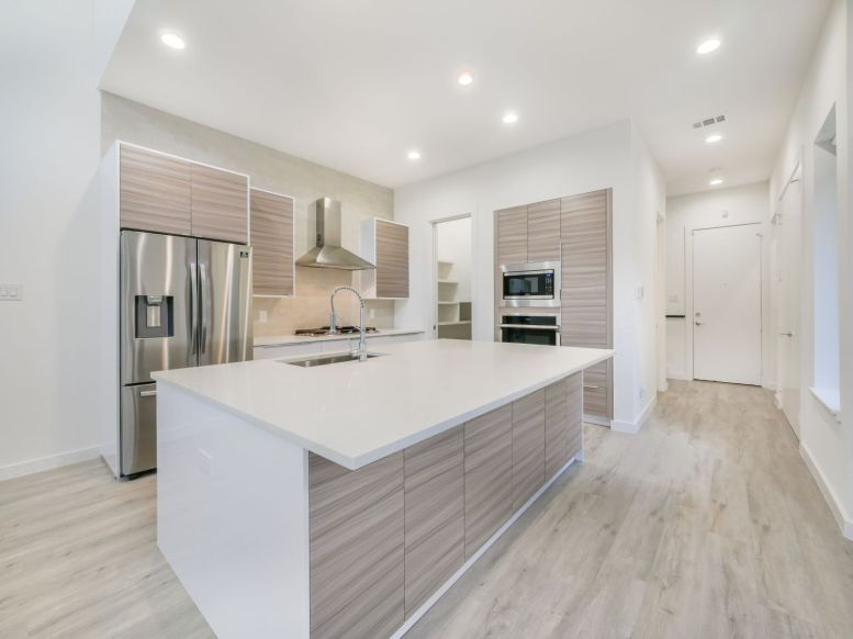 2326 - 2328 Vagas Ave