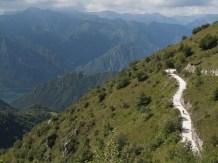 El camino serpea y serpea por las montañas (por Javi)