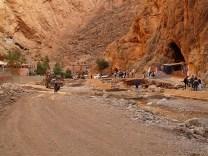 Er Dami cruzando el río.