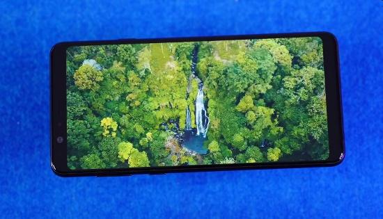 Nen mua Samsung Galaxy A8 Star hay Galaxy A8 Plus?