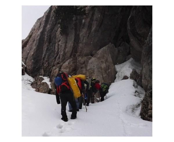 L'arrivo a Shpella Shtares in mezzo alla nevicata