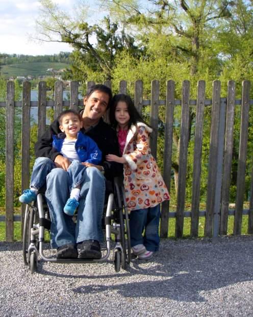 2009.04_ Proceso de rehabilitación física luego de la lesión medular, siempre trabajando juntos en familia