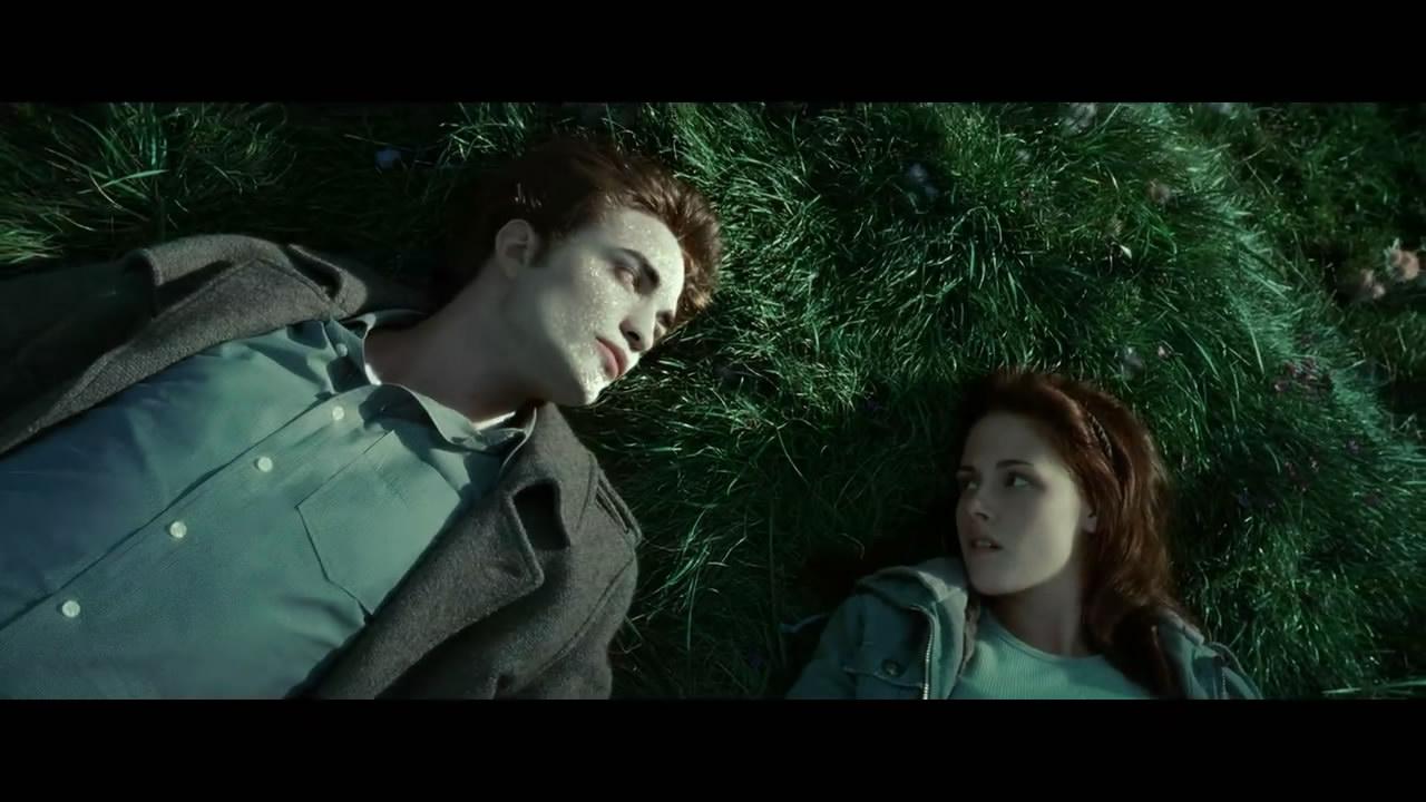 暮光之城 男女主角在森林里躺在地上的圖_百度知道