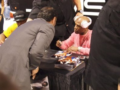 SMS Audio (9) - - 50 Cent pushes SMS Audio - 50 Cent - Money Mayweather - CES 2012 - Signs Autographs With Fans