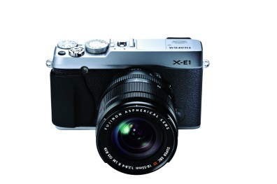 XE1_SIL_18-55mm_fronttop