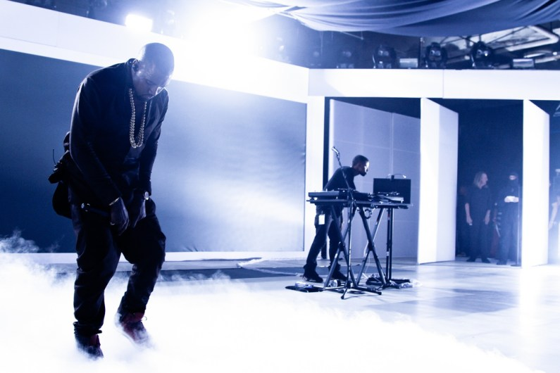 Samsung Galaxy Note II - Kanye Performing