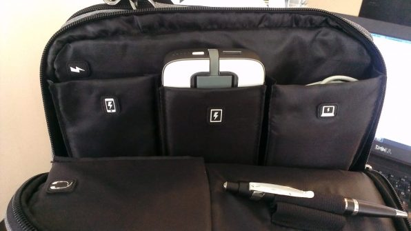 iHome Smart Sleeve Bag - inside pockets