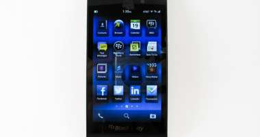 BlackBerry Z10 Review Part 1 - Hardware Impressions - BB Z10 - Screen On - BB 10 OS